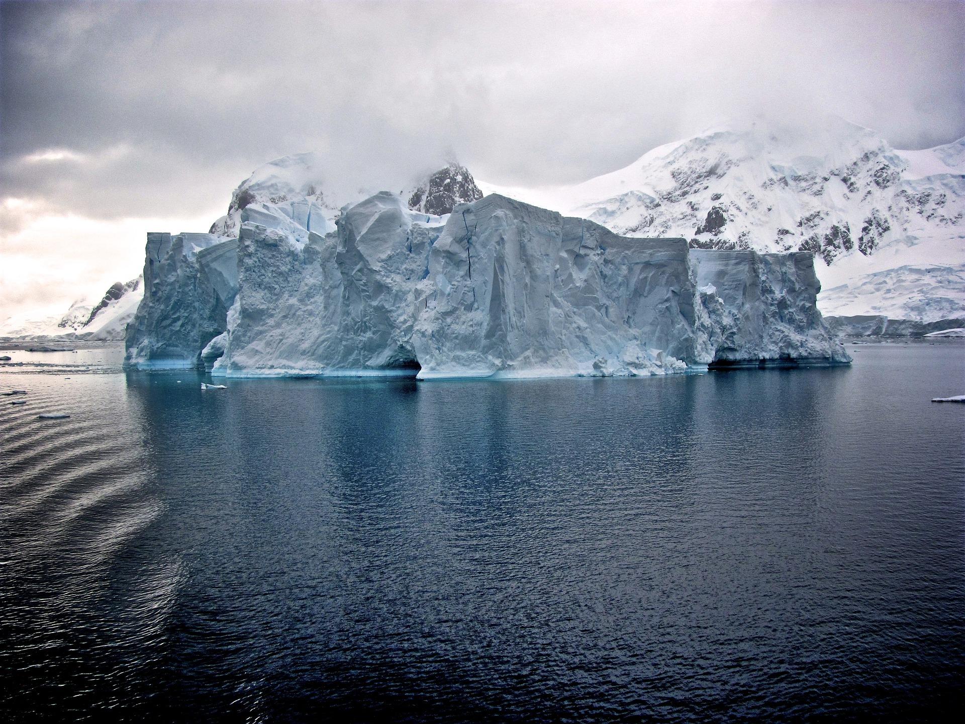 Idiomy angielskie związane z zimą - Blog o języku angielskim - the tip of the iceberg