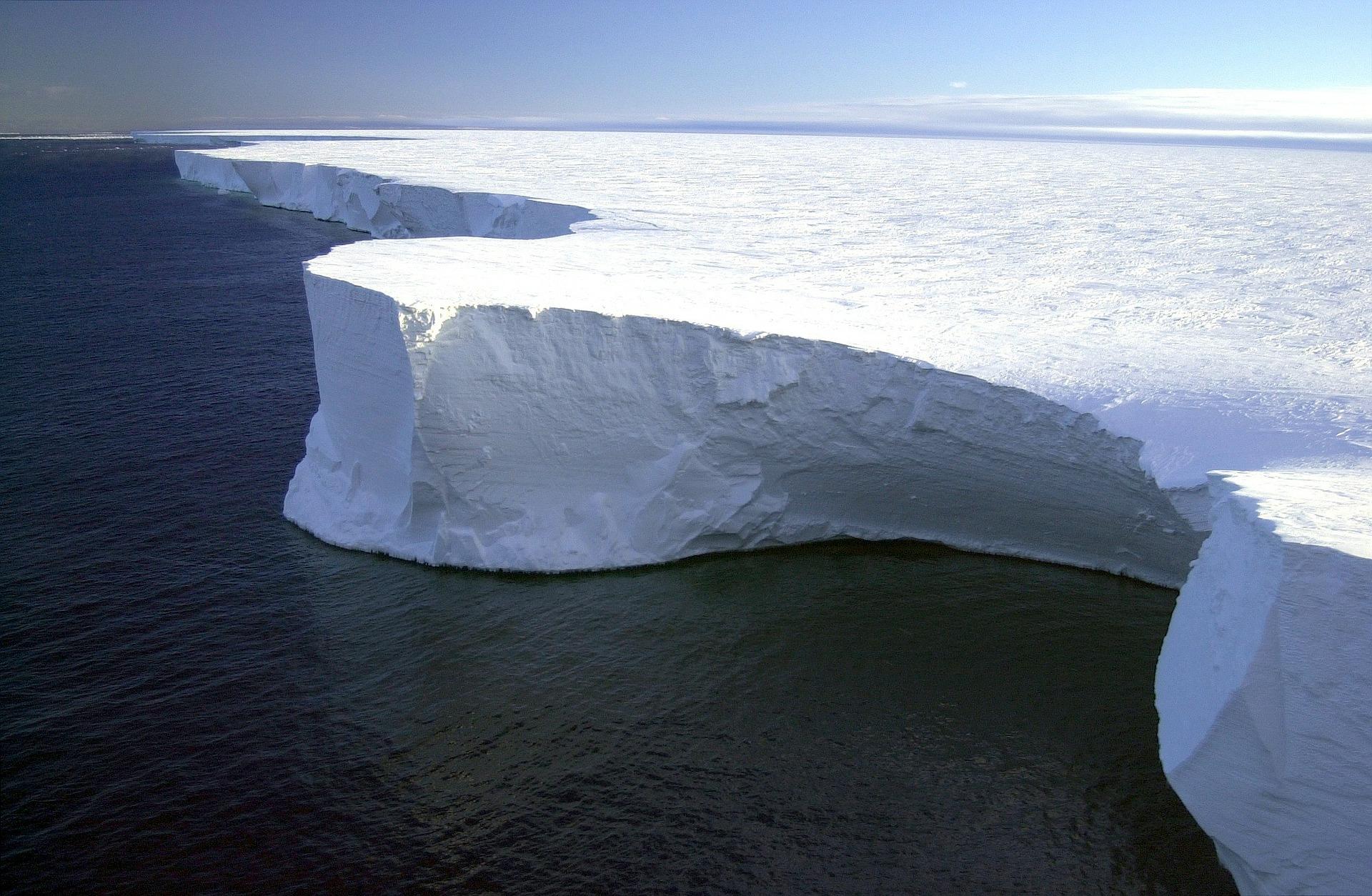Idiomy angielskie związane z zimą - Blog o języku angielskim - to put sth on ice